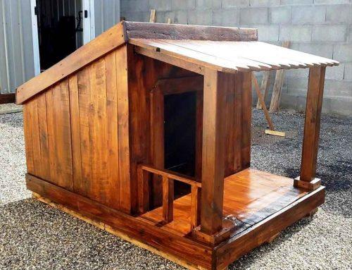 Como fazer uma casinha de cachorro de paletes com suas próprias ferramentas